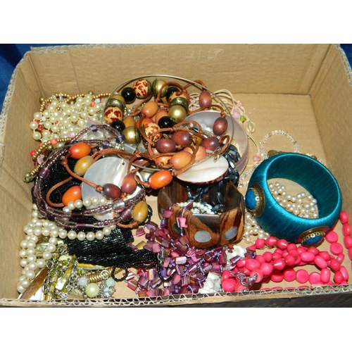 502 - Box of costume jewellery...