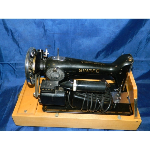531 - Singer sewing machine with case...