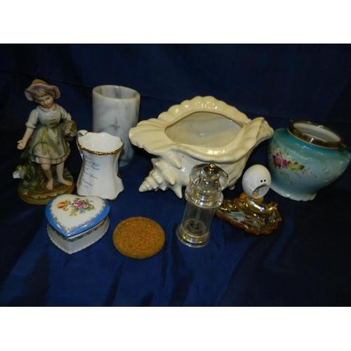 559 - Box assorted ceramics...