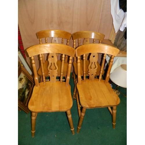 560 - 4 Pine chairs...
