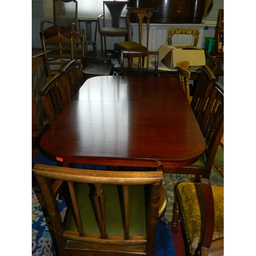 563 - Dark wood dining table and 6 chairs with leather seats [ 4 chairs 2 carvers]...