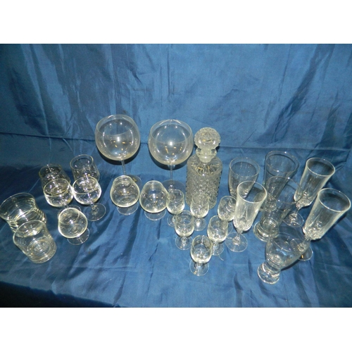 579 - Selection of glasses and a decanter...