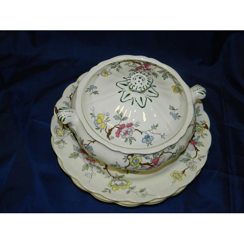 60 - Booths 'Chinese Tree Design' tureen and 4 plates...