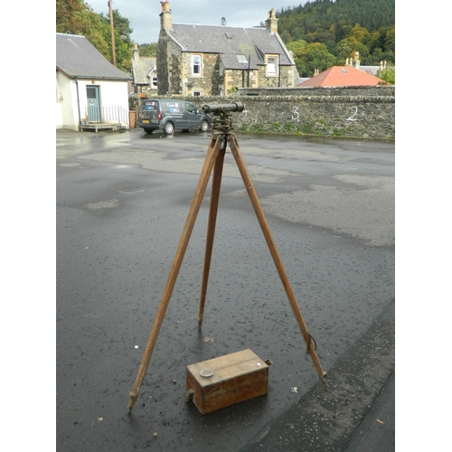615 - Vintage Tripod and Dumpy level by MDS London...