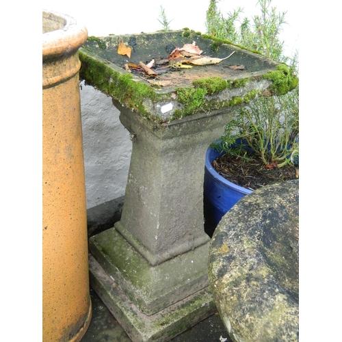 621 - Stone garden bath [H: 69 x W:39 x D:39]cm...