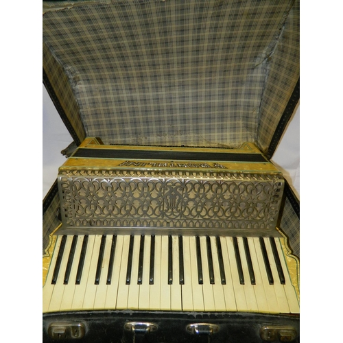 83 - Frontalini 120 bass second hand accordion...
