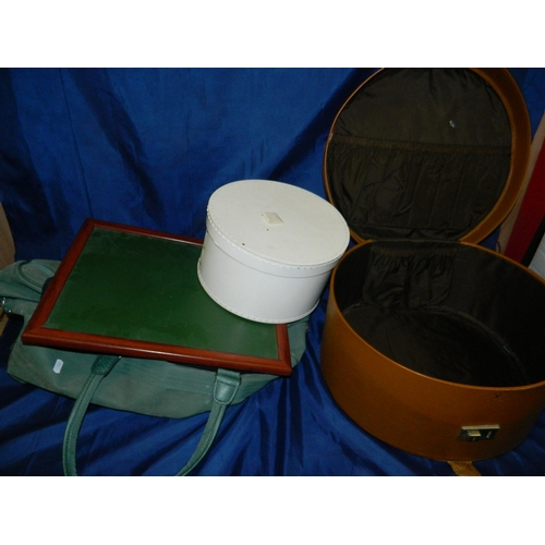 659 - 2 hat boxes and canvas holdall...