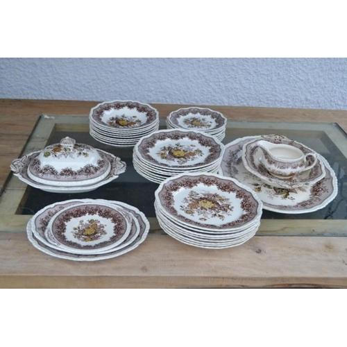 52 - A large quantity of MASONS ironstone 'Aslot' patterned diner service ( 32 pieces)...