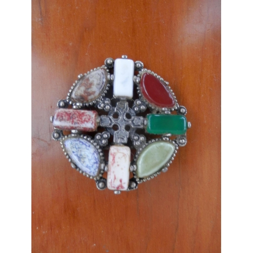 35E - Agate brooch by Jacobite...