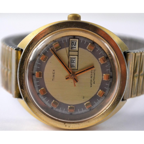 35 - Gents automatic Timex wristwatch with flexible wrist strap. Watch face is 4cm across. The wrist stra...