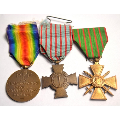 52 - Set of French medals to include WWI Victory medal, WWI Croix Du Combattant WWI Croix de Guerre...