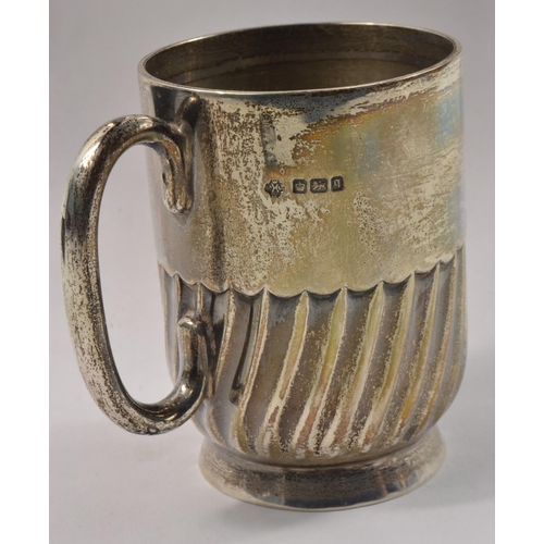 19E - VINTAGE Hallmarked SHEFFIELD 1931 SILVER CHRISTENING CUP height 8cm height x 8cm at widest point wei...