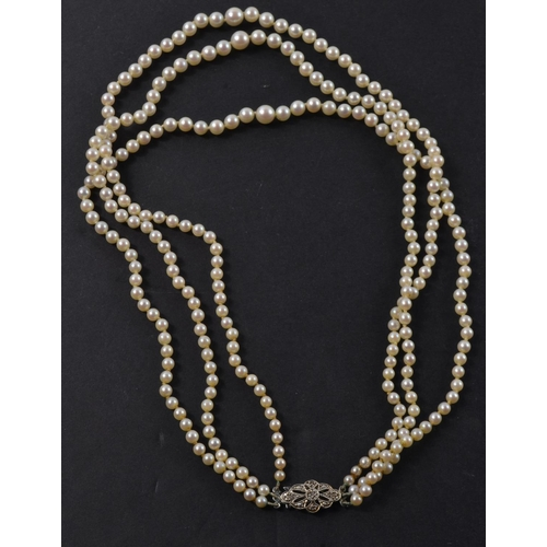 1Q - VINTAGE triple strand of good quality pearls with a stamped .375 white gold clasp stamped again with...