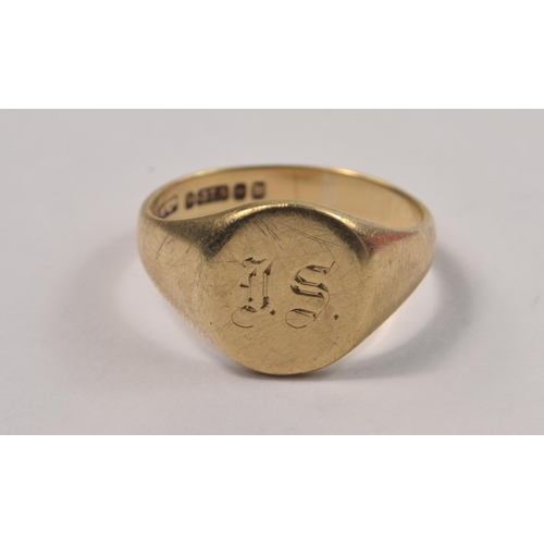 1D - 375 stamped yellow gold gents signet ring size U engraved DS#6