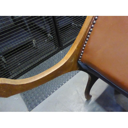 204 - A REPRODUCTION BROWN LEATHER UPHOLSTERED REGENCY REVIVAL CHAIR (BOTH BACK LEGS HAVING BEEN REPAIRED...