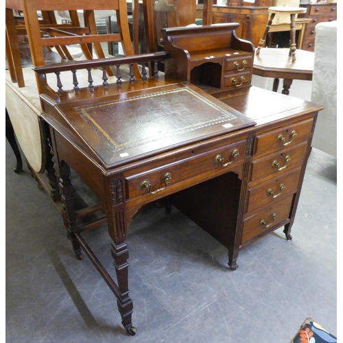 184 - ANTIQUE GOOD QUALITY MAHOGANY KNEEHOLE DESK/BUREAU, HAVING FOUR DRAWERS AND LEATHER INSET WITH GALLE...