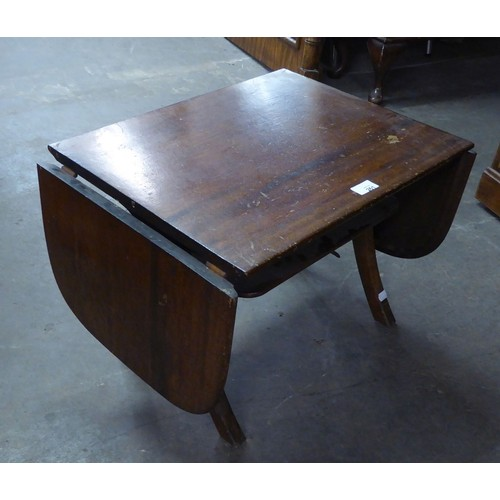 261 - GOOD QUALITY OAK OCCASIONAL TABLE, HAVING FALL ENDS AND UNDERTIER...