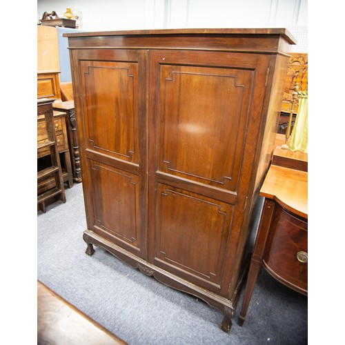 160 - EARLY TWENTIETH CENTURY MAHOGANY HANGING ROBE the flat above a plain frieze and pair of twin panelle...