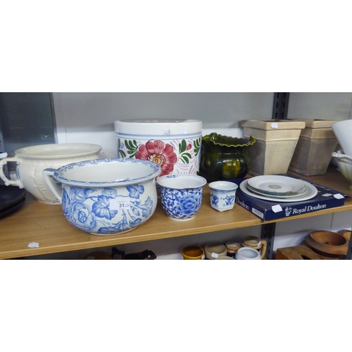 31 - EARLY TWENTIETH CENTURY BLUE AND WHITE PRINTED 'FLORA' PATTERN POTTERY CHAMBER POT AND A H & K T...