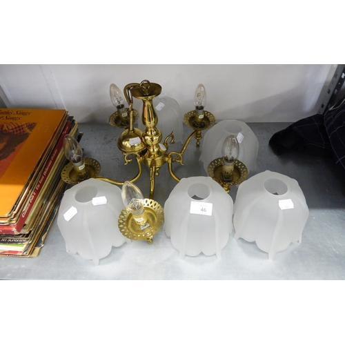 46 - A MODERN BRASS FIVE BRANCH LIGHT FITTING WITH FROSTED GLASS SHADES