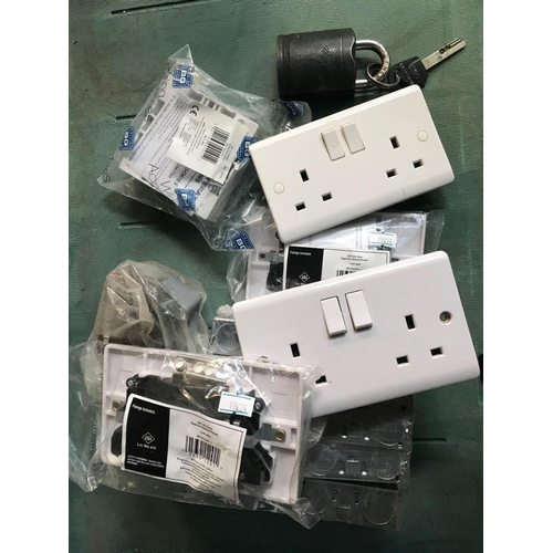 13 - CARTON OF ELECTRICAL SOCKETS