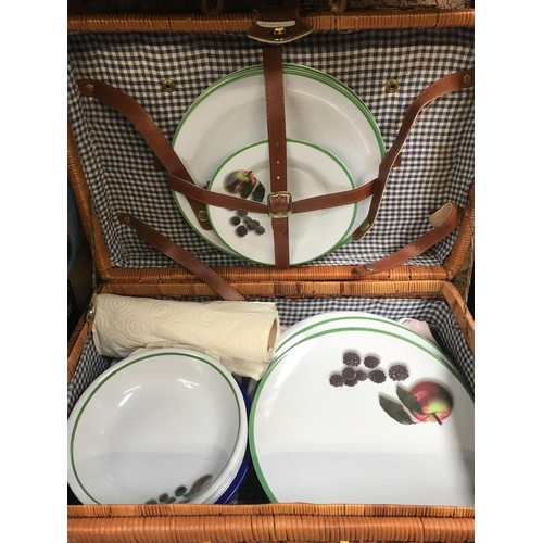 50 - WICKER & BAMBOO PICNIC BASKET WITH CONTENTS & BLUR/GREY BACK PACK