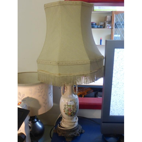 415 - Ceramic Table lamp with metal stand/base...