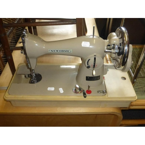 224 - Vintage New Home Manual Sewing machine...