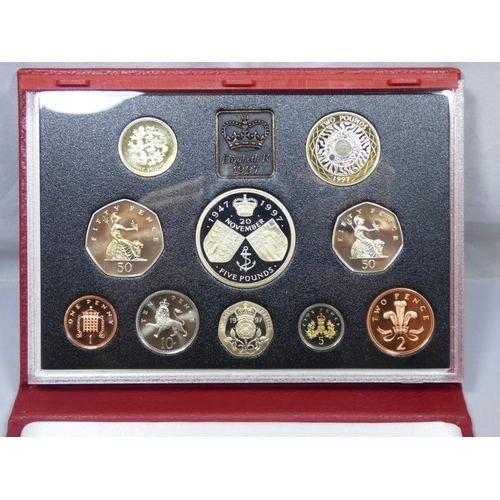 105 - Royal Mint 1997 deluxe proof set coin collection in leather case...