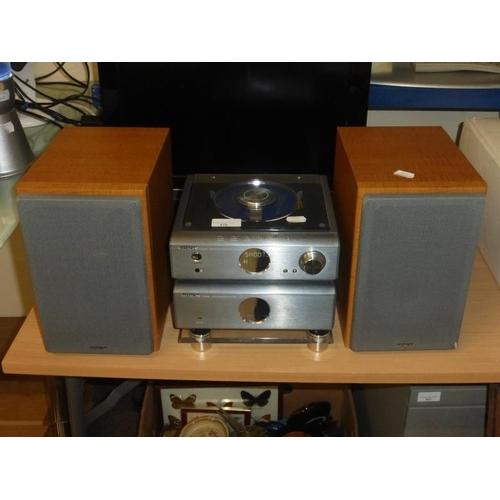 418 - Hitachi Stereo System...