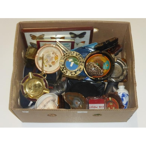 420 - Mixed lot including agate ashtray, conche shell and other...