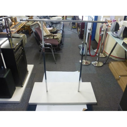 495 - Adjustable clothes rail with wooden base...