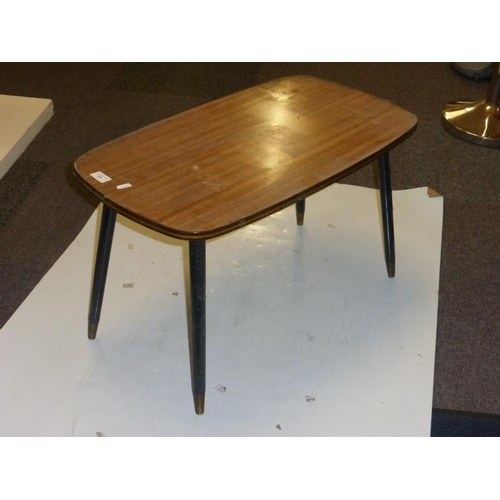 524 - Retro table...