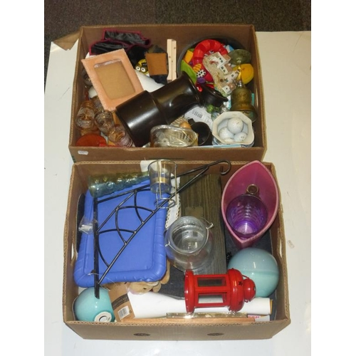 563 - Two mixed lots includes iPod docking station, tealight holders, coffee pot, vintage glasses and othe...