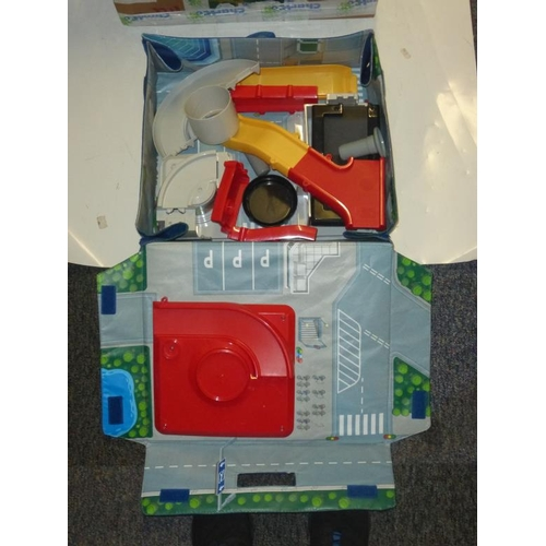 580 - Mixed lot includes lamp, Reebok exercise machine and other...