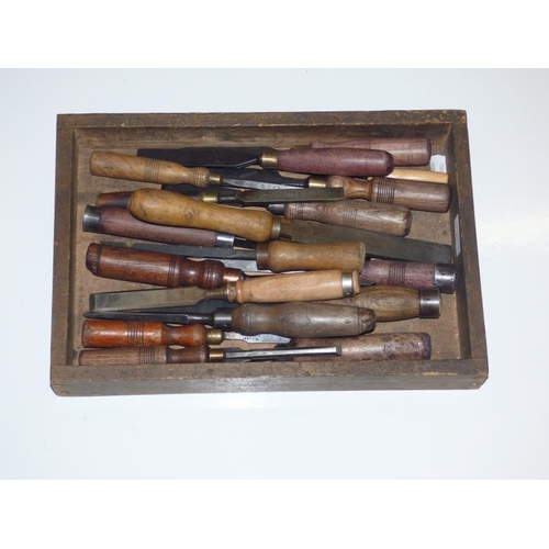 207 - Mixed lot of Vintage chisels includes Wilkinson...