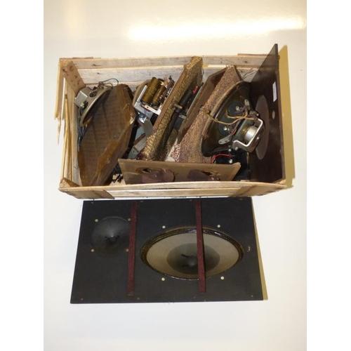 215 - Selection of vintage speakers...