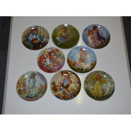 248 - Selection of 8 collectors plates...