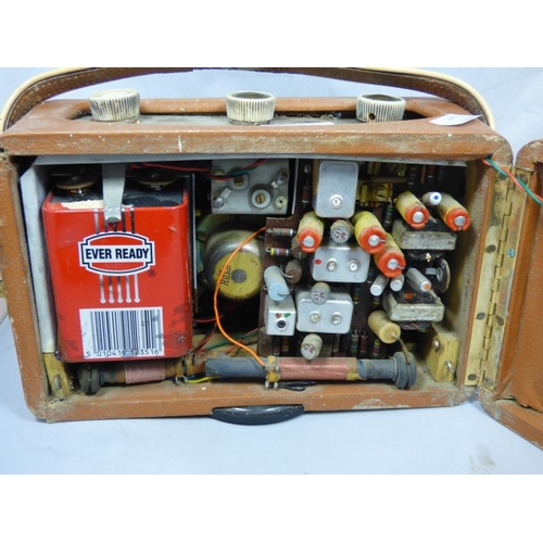 275 - Vintage Roberts R200 Transistor Radio...