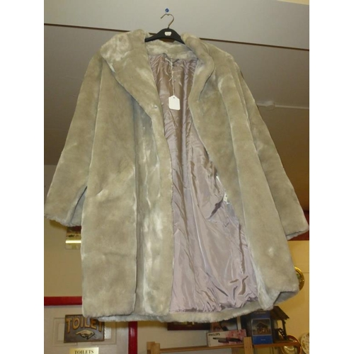 609 - Ladies quality fur effect winter coat...