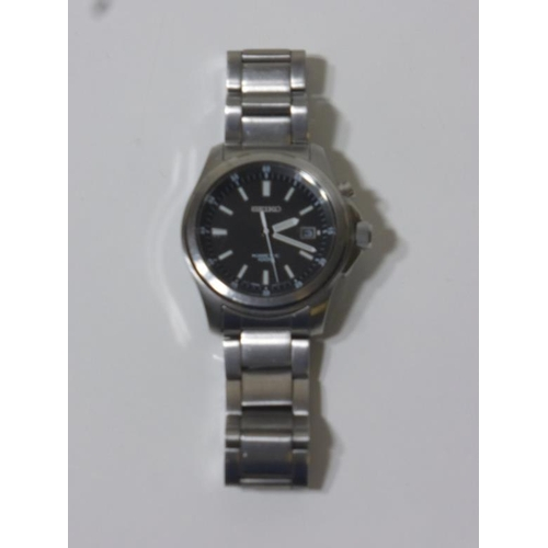 3 - Gentleman's Seiko wrist watch with kinetic movement...