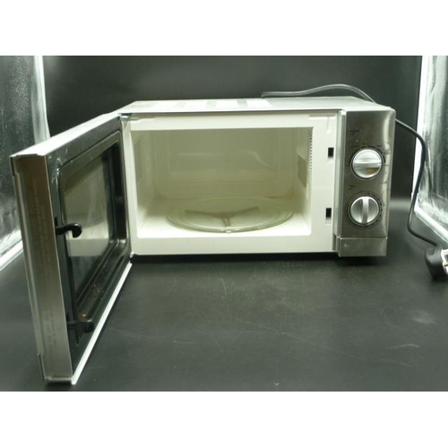 48 - A Goodmans Microwave...