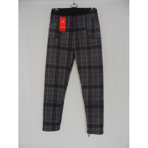 10 - Boyannvku Womens Plaid Pants size 26''...