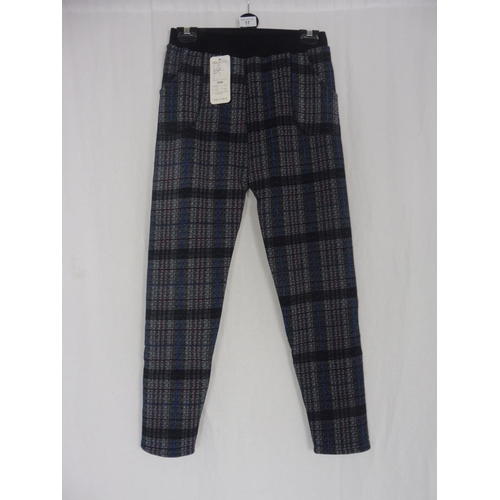 14 - Boyannvku Womens Plaid Pants size 28''...