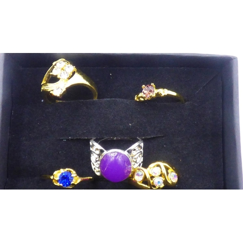 231 - Selection of 5 Plated Rings in presentation box...