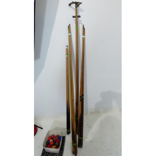 656 - Collection of snooker/Pool items to include Cues, Balls and other...