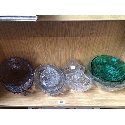 229 - Collection of Glassware to include salad Bowls, and Crystal Posy Dishes...