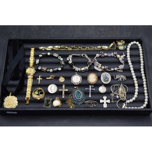 18 - Selection of Jewellery Including Silver...