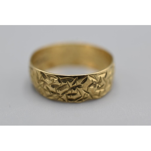 6 - Hallmarked London Birmingham 375 Gold etched Band Ring (Size Q) Complete with Presentation Box (2.73...