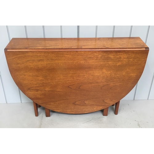 40 - A lovely, retro teak drop leaf table. Oval shaped. Dimensions(cm) (Open) H75 W158 D108 (Closed) H75 ...